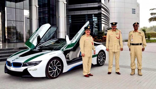 BMW i8, rendőrautó