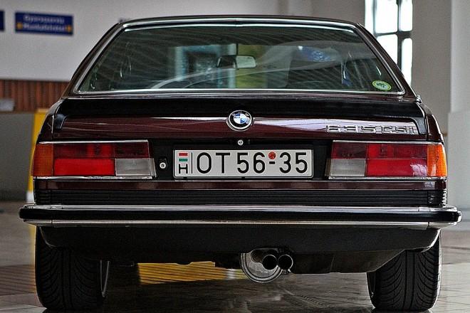 Cápa BMW E24